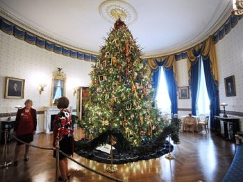 White House Christmas Decorations from diynewlyweds.com on TWE Top 10