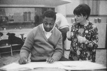 "Linda discussing ""Different Drum"" with arranger Jimmy Bond/Photo: Henry Diltz"
