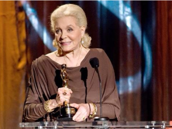 """Lauren Bacall with her Tony award for """"Applause""""/ Photo via Mashable from Bogart Estate Twitter @HumphreyBogart"""