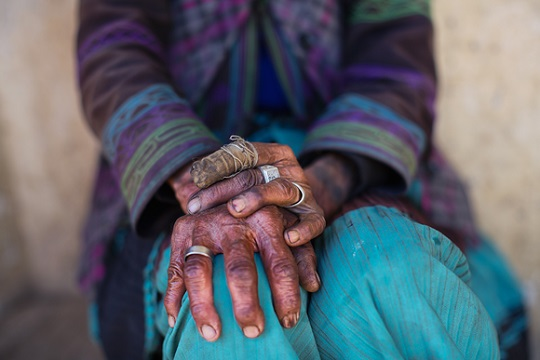 "Mimo Khair photo, ""If Hands Could Speak"""