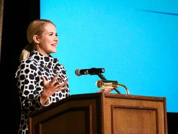 Elizabeth Smart at Signs of Hope 40th Anniv Dinner for Rape Crisis Center, Las Vegas, Oct. 2014--Photo: Rape Crisis Center