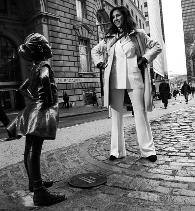 Kristen Visbal with her sculpture Fearless Girl/Photo: provided by Federica Valabrega