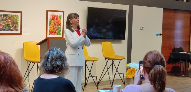 Gloria Feldt leading a book discussion on Intentioning at Changing Hands, Phoenix/Photo Courtesy Gloria Feldt